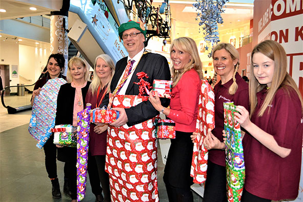 Christmas gift wrapping service at intu Milton Keynes