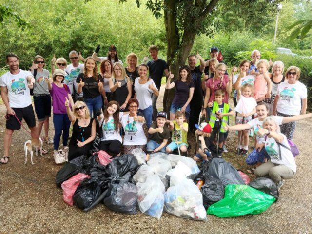 volunteers who joined Whitespace Yoga to litterpick