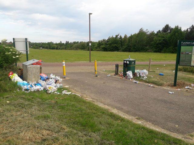 litter bins at Furzton Lake