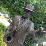 David-Annands-bronze-sculpture-of-Sir-John-at-The-Stables